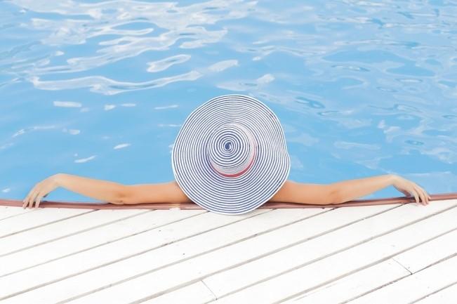 piscina con jacuzzi